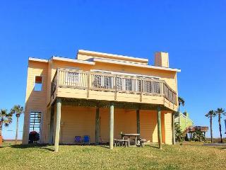 Fabulous 3 bedroom/3 bath house,close to the community pool and a short walk, Port Aransas