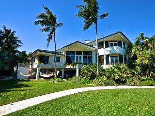 SHARK KEY CHATEAU - Incredible 3-Story Mansion w/ Private Beach, Pool, & Spa, Cayo Hueso (Key West)