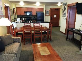 Village 2BD/2BA, Quiet Top Floor at Lincoln House, Mammoth Lakes