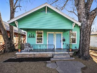 Charming East Austin Bungalow - 10 Mins. from Downtown!