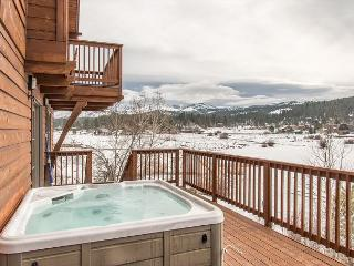 Massive 6BR Truckee Home on Glenshire Pond