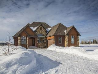 New Rental! Walk to downtown! On Ski-Hill Road! Mountain Luxury- Free WiFi..., Driggs