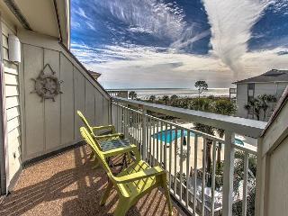 Newly Updated Breakers Villa. Sleeps 4, Beachfront, Pool