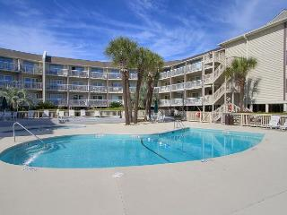 New to Market,  Breakers Villa. Sleeps 4, Free Wifi Beachfront Pool, Hilton Head