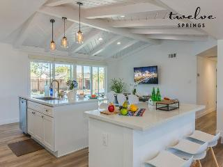 The Eileen Home by Twelve Springs - 6 Bed Spacious Retreat!, Anaheim