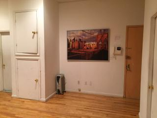 Large 4BR Loft in upper Manhattan Sleep 10, New York City