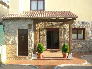 Casa San Medel, Torrecaballeros