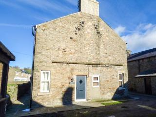 HUSH COTTAGE, romantic, en-suite, woodburner, in Middleton in Teesdale, Ref