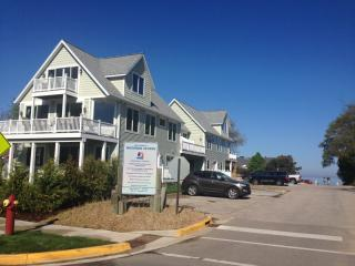 Luxury Beach Homes at Woodman Beach-Decks & Yards!, South Haven