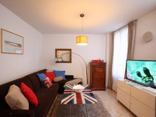 Stay at 10min from Eiffel Tower in this new flat !, Paris