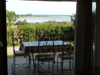 Villa panoramica a pochi passi dal mare, Chia