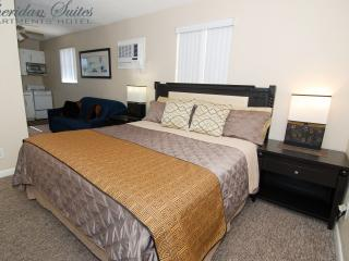 STUDIO-SUITE up to 3 Guests *SUMMER SPECIAL*^b1, Dania Beach