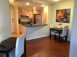 Executive 1BR+Den Suite with View, Vancouver