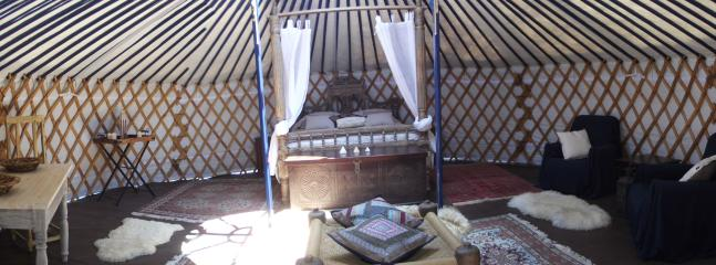 The Blue Moon Honeymoon  Yurt - Game of Thrones four poster bed in a field! Hot shower and toilet