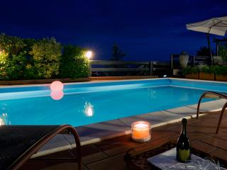 La Luna Cottage with pool, SPA, Free WiFi, BBQ, near to Beaches and 5 Terre