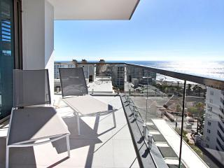 Clifton Apartment Sleeps 6 with Pool Air Con and WiFi - 5400299