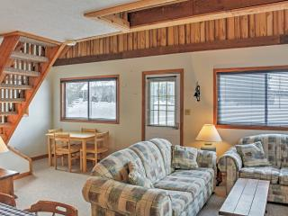 Cozy 2BR + Loft Gaylord Cottage w/Lake Access