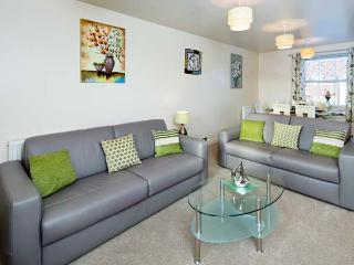 DENBY RETREAT, first floor apartment, WiFi, dog-friendly, on-site facilities
