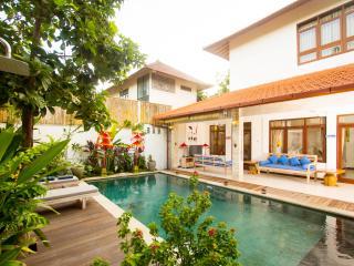 Villa Cosmopolitan  Pool View. Swim and take a sunbath