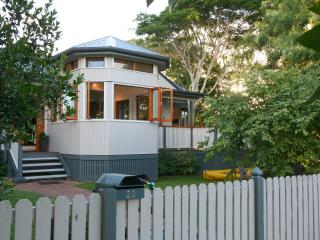 Pet-friendly guesthouse near Byron Bay town centre