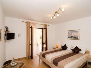 Villa Barbara - Comfort Studio with Terrace and Sea View (3 Adults)