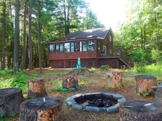 Secluded Lakehouse Retreat:, Forestburgh