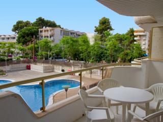 apartamentos con gran terraza y preciosa piscina. Muy céntricos
