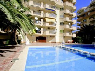 Comodos apartamentos con piscina. Muy centricos