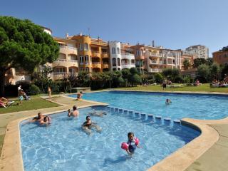 Apartamentos junto al mar con piscina y jardin. Ideal para familias. Ref. COMTE