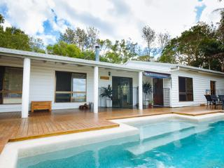 JACARANDA COTTAGES,   HOLIDAY HOUSE, Maleny