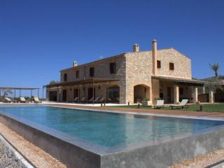 6 bedroom Villa in Sant Llorenç des Cardassar, Balearic Islands, Spain : ref 550