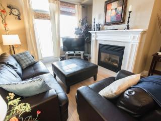 Try the Best, 2BR w/King Bed Heated Pool Free WiFi, Toronto
