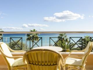 Beautiful apartment on beach stunning sea view, Cala Millor