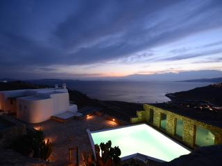3 BDR Villa Topaz w shared pool & amazing sea view