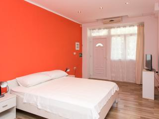 Apartments Deni10 - Studio Apartment