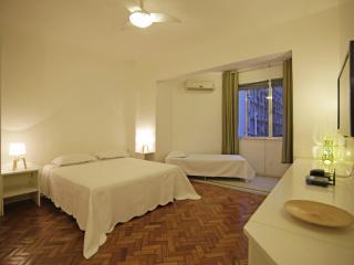Comfortable apartment in Copacabana for up to 3 people C111, Rio de Janeiro
