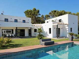 Villa Laurette Bandol-South of France 210m²-10 Person-pool,close private garden