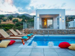 Evgoro Villa Ouranos, unique sea & sky views!, Rethymnon