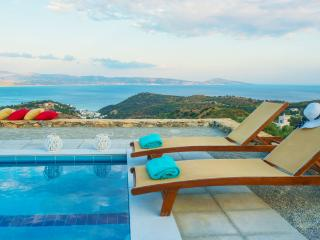 Evgoro Villa Thalassa, unique sea views!, Rethymnon