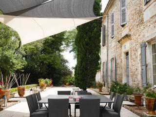 FINELY RENOVATED PROVENCAL MAS WITH POOL IN NIMES, Caissargues