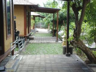 Mulia home stay,wooden house, Ungasan
