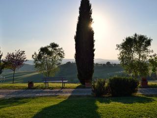 Romantica camera con vista tramonto, Buonconvento