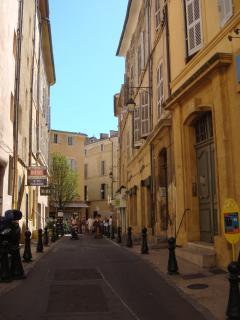 Rue piétonne où se situe d'appartement