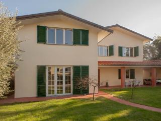 5 Bedroom Vacation Villa in Lucca - Villa Parenti