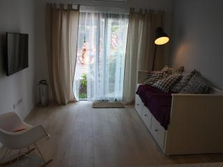 Cozy modern  4 star apartment with arbor, Kastel Luksic