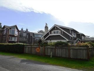 SUSAN'S BEACH COTTAGE~MCA# 1323~Perfect reunion spot for your family