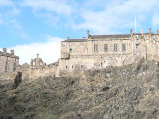 Grassmarket Studio (Webster's Land), with castle view and free wi-fi