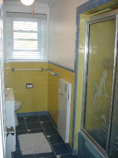 2nd Fl Full Bathroom - with Tub