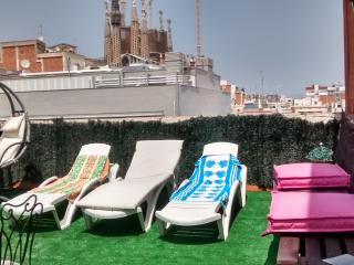 SAGRADA FAMILIA FLAT2 ROOMS 2 BATH TERRACE PARKING, Barcelona
