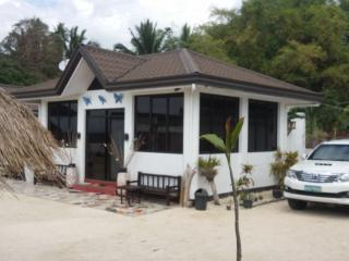 big guest house on the beach amazing view, Oslob